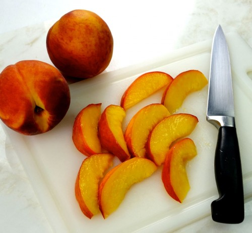 Slicing Peaches 3462 for web 500x463